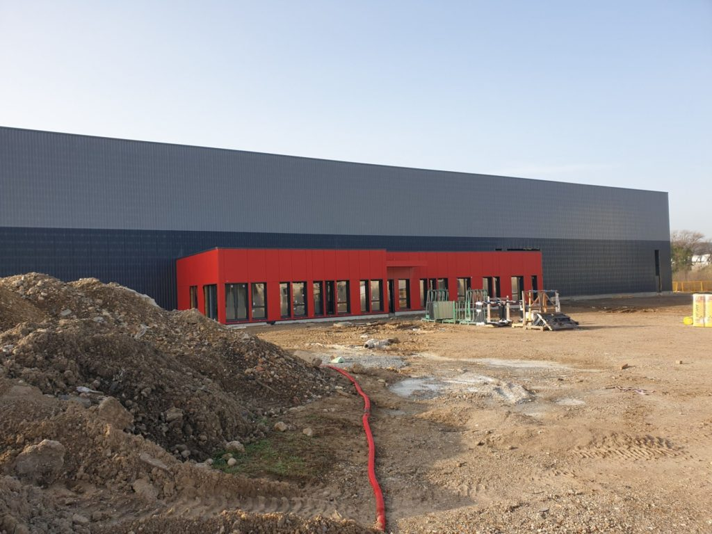 Construction of a new building for Universal Aciers