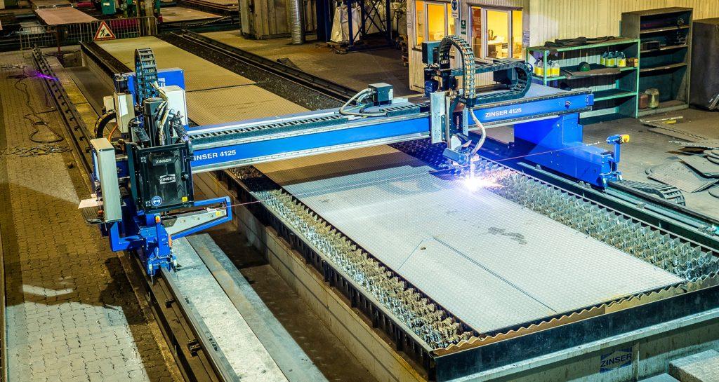 [:de] ZINSER Brennschneidmaschine 4125 zum Plasmaschneiden, Fasenschneiden und Bohren [:en] ZINSER cutting machine 4125 for plasma cutting, bevel cutting and drilling