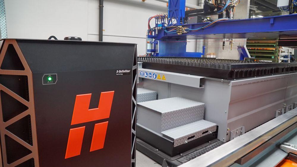 ZINSER CNC-Schneidsystem mit Hypertherm XPR300