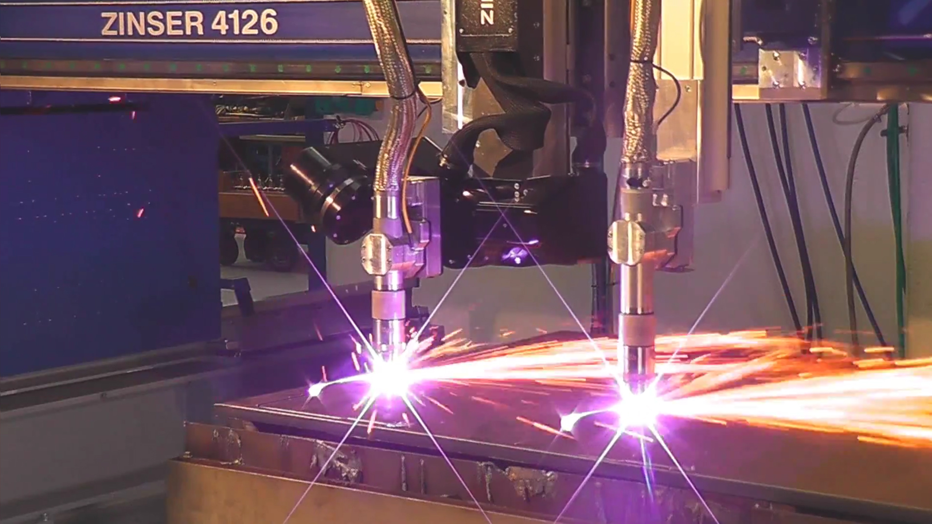 Double plasma cutting of steel plates