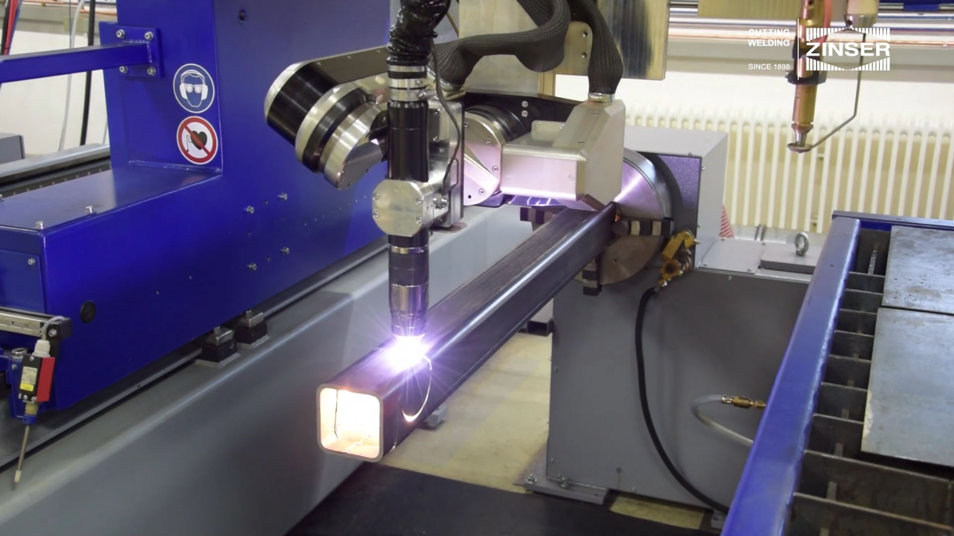Video plasma cutting square pipe