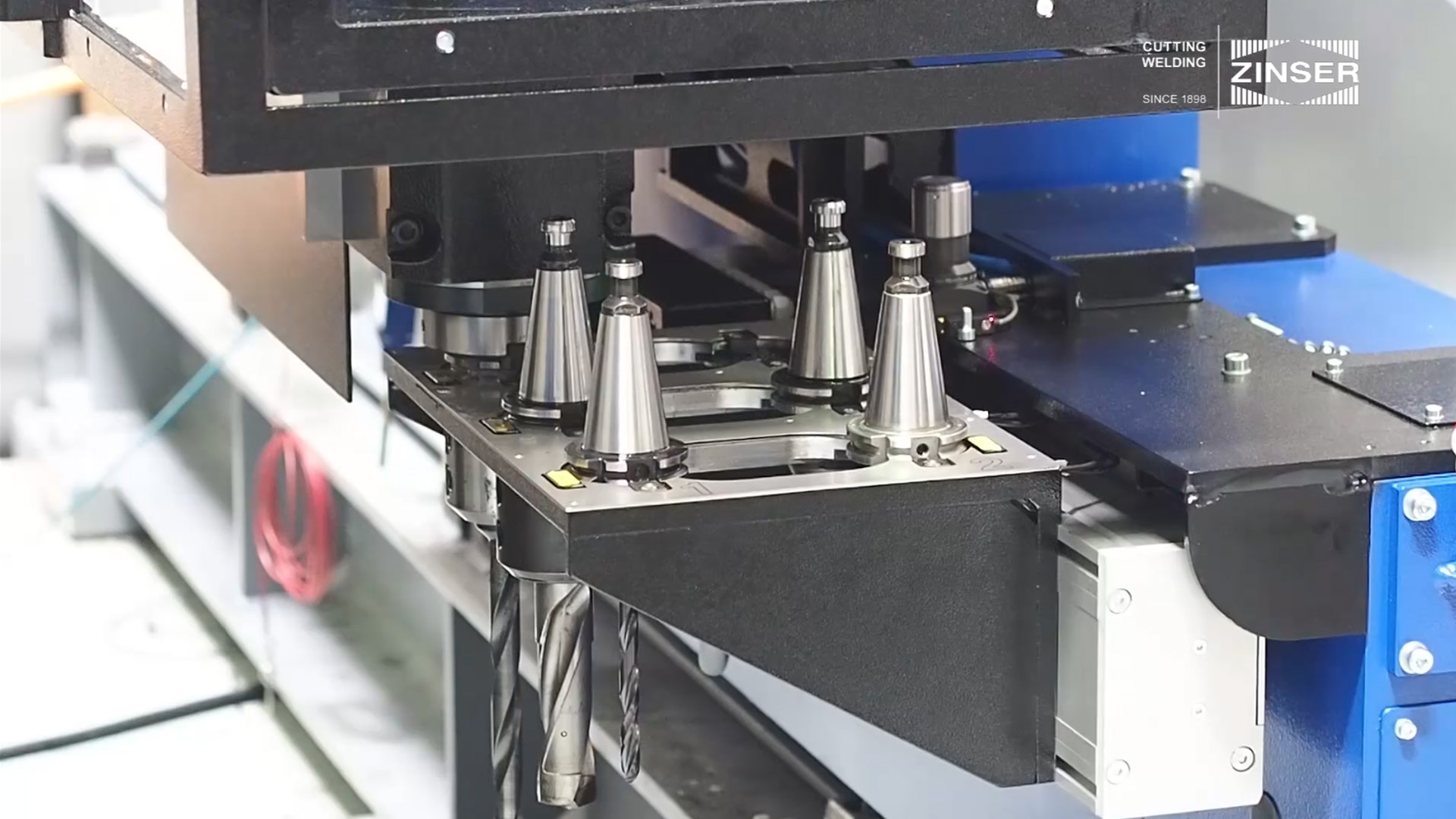 Tool changer für drilling unit on plasma and oxy-fuel cutting machines