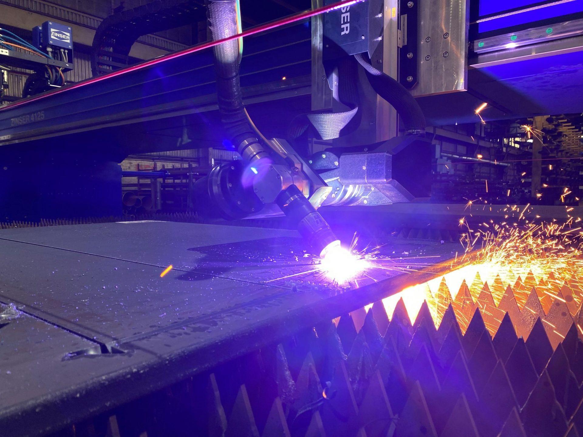 Dyfed Steels ZINSER Schneidmaschine mit Hypertherm